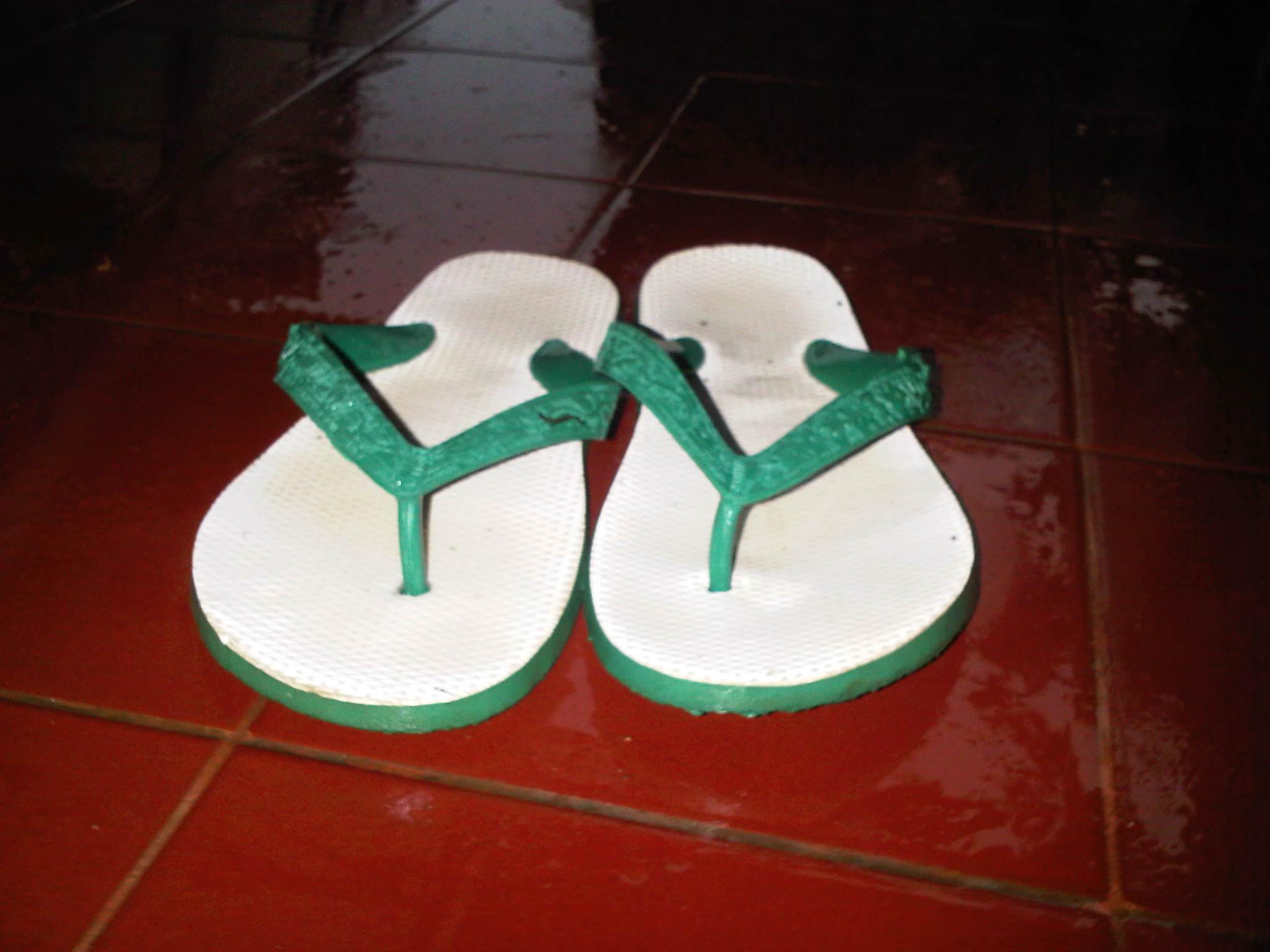 sandal jepit | Palupi Utami