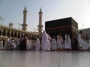 Foto dhuha terakhir di masjidil haram diambil oleh Mas galih. Aku ada beberapa meter di belakang mas galih :) baru sadar mas galih di depan setelah celingak celinguk karena diusir petugas saat tempatku duduk akan dibersihkan.