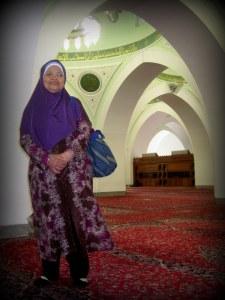 """nenek di dalam masjid quba :"""")"""