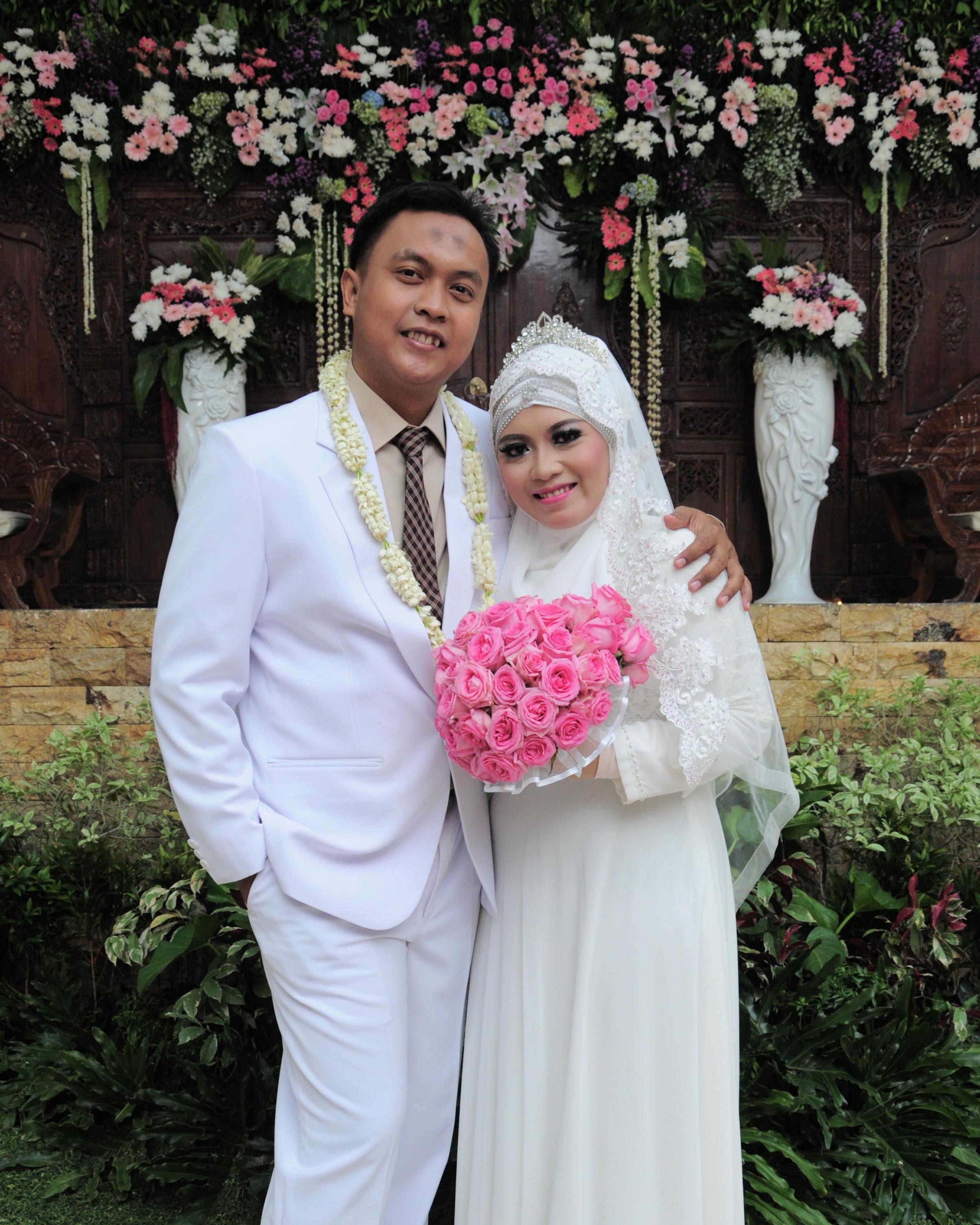 Baju Dan Riasan Pernikahan Palupibary Palupi Utami